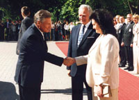 The President of the Republic of Poland, Aleksander Kwaśniewski and Mrs. Jolanta Kwaśniewska arrived  for an official visit to Estonia, and were greeted by the President of the Republic and Mrs. Ingrid Rüütel at Kadriorg