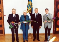President Arnold Rüütel honoured Education Prize laureates. From left Evald Laprik, Inge Unt, president Arnold Rüütel and Lauri Leesi.
