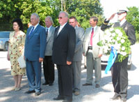President Arnold Rüütel laid a wreath at the monument dedicated to those fallen in the Liberation War in Nissi.